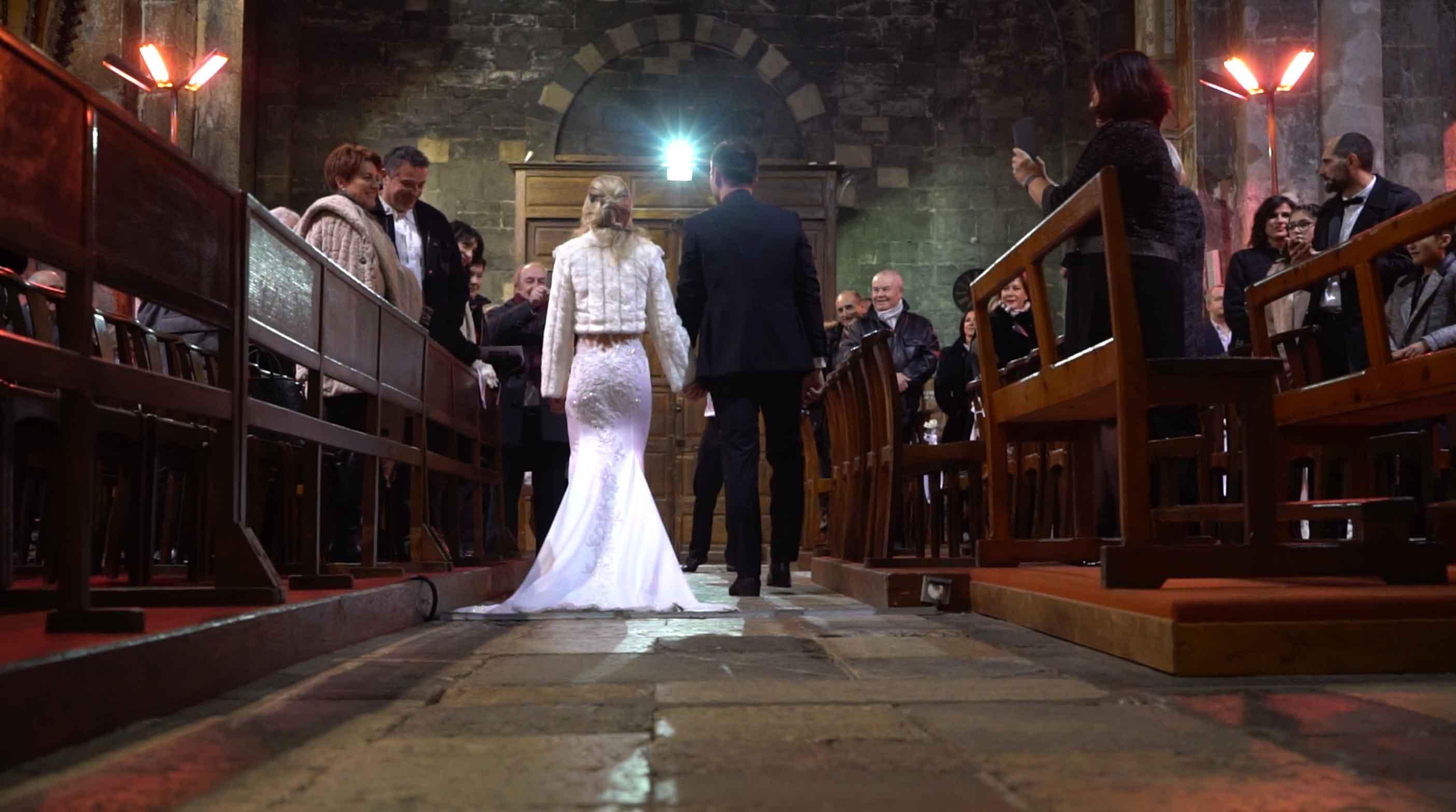 film du mariage avec drone à l'église